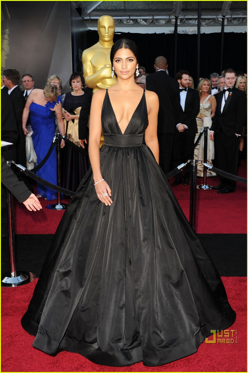 Matthew mcconaughey camila alves oscars 2011 red carpet photo 2523733 2011 oscars camila - Red carpet oscar dresses ...