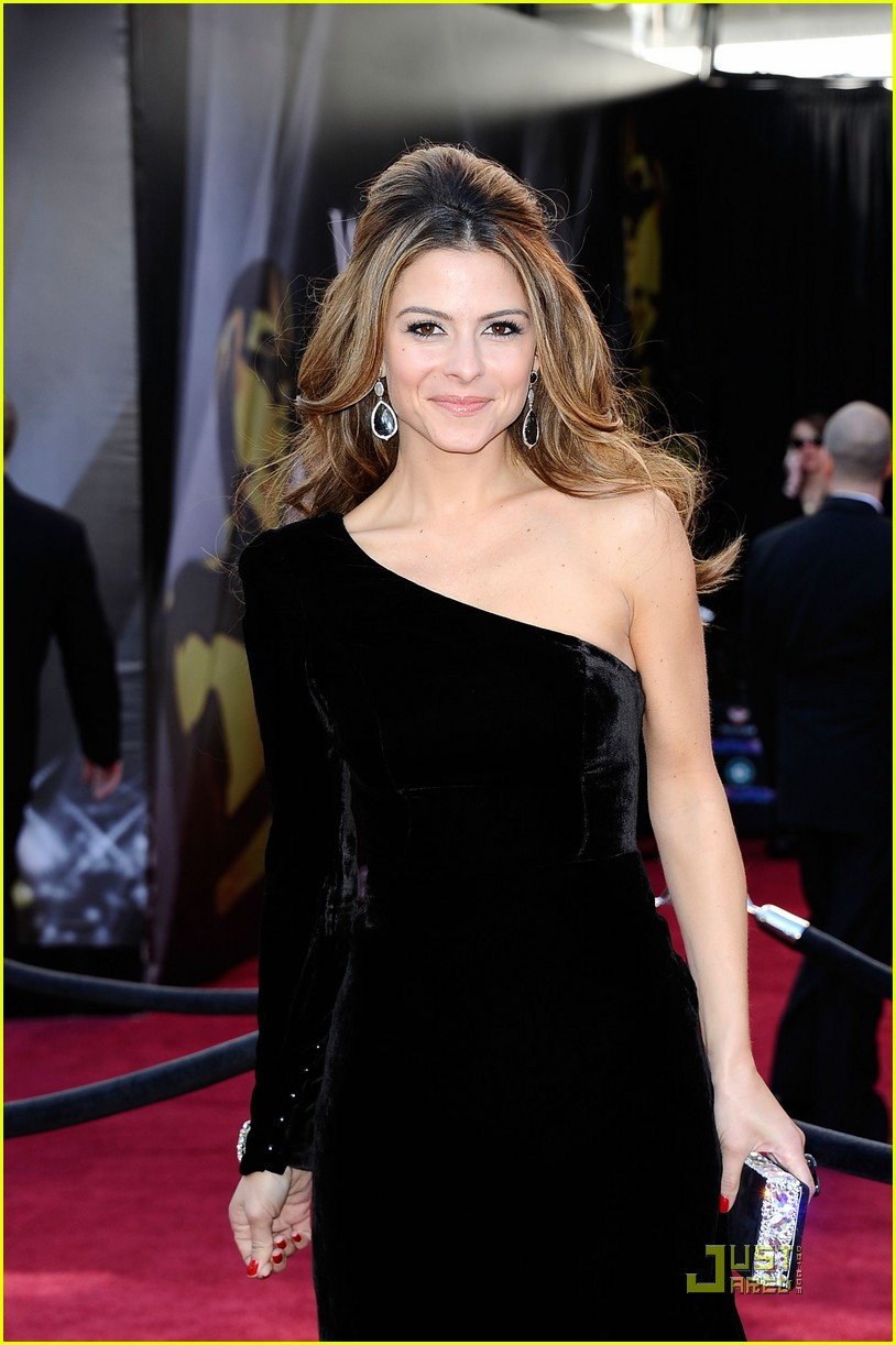 maria menounos oscars 2011 red carpet 05