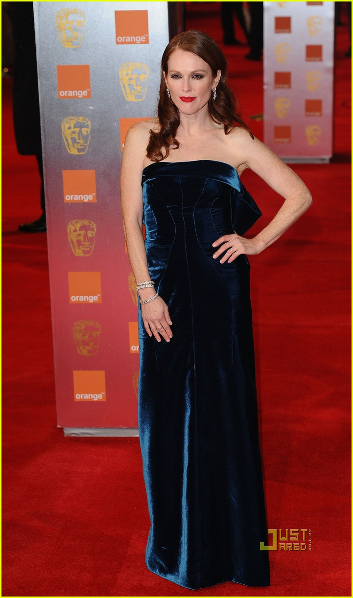 julianne moore annette bening baftas red carpet 012519075
