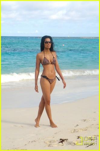 padma lakshmi bikini bahamas 012521996