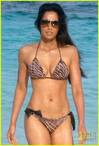 padma lakshmi bikini bahamas 02