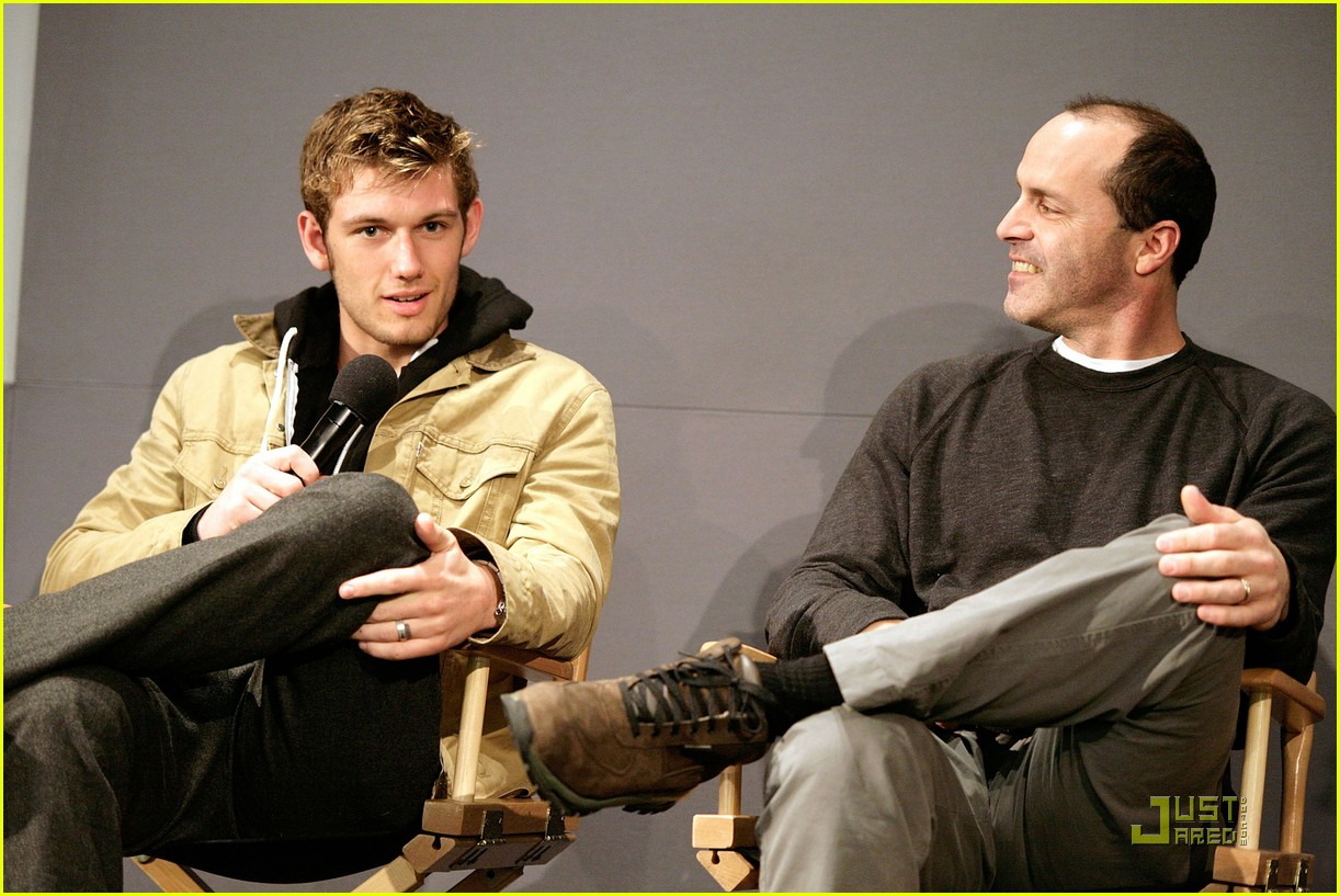 alex pettyfer apple soho 032516860