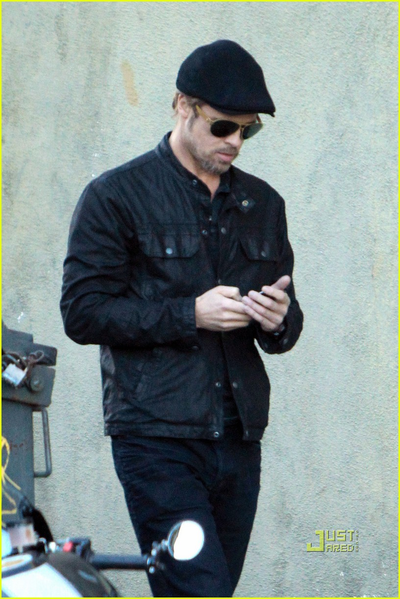 brad pitt phone call cigarette 04