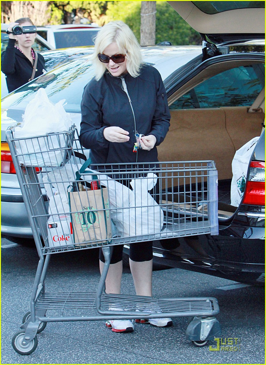 amy poehler walk with archie 052518490