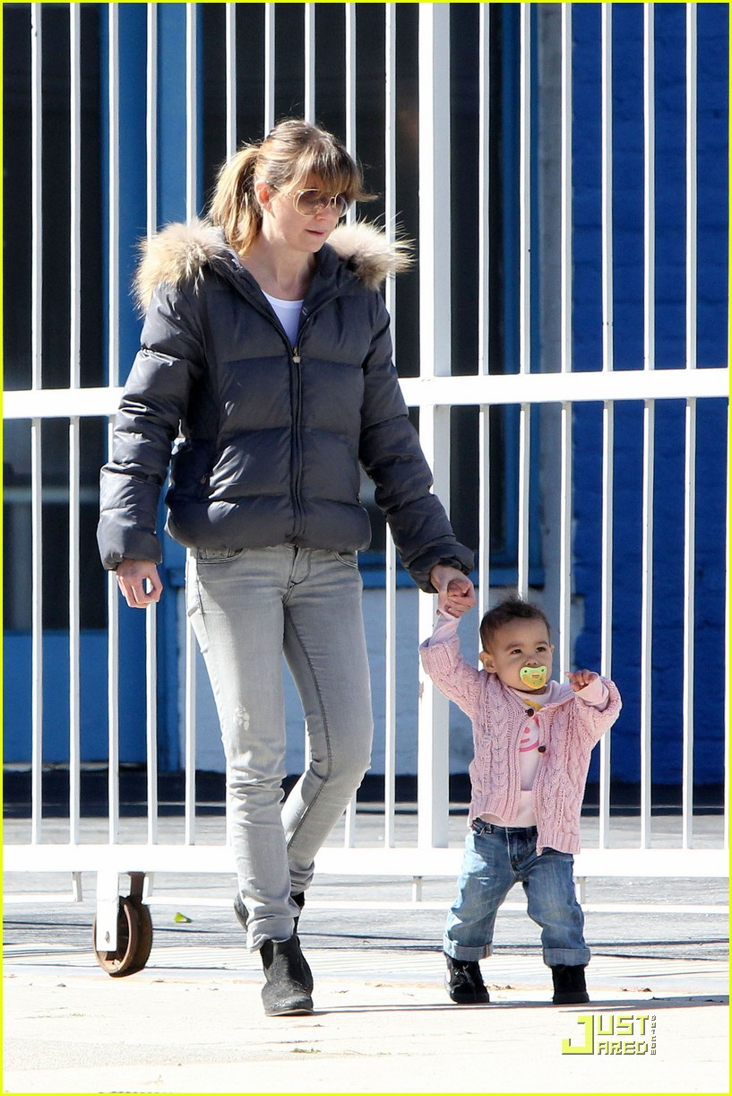 ellen pompeo petting zoo with stella 012523979
