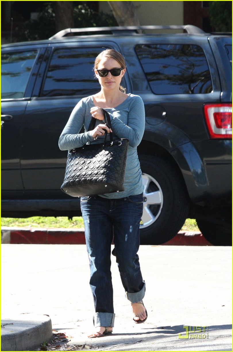natalie portman growing baby bump 06