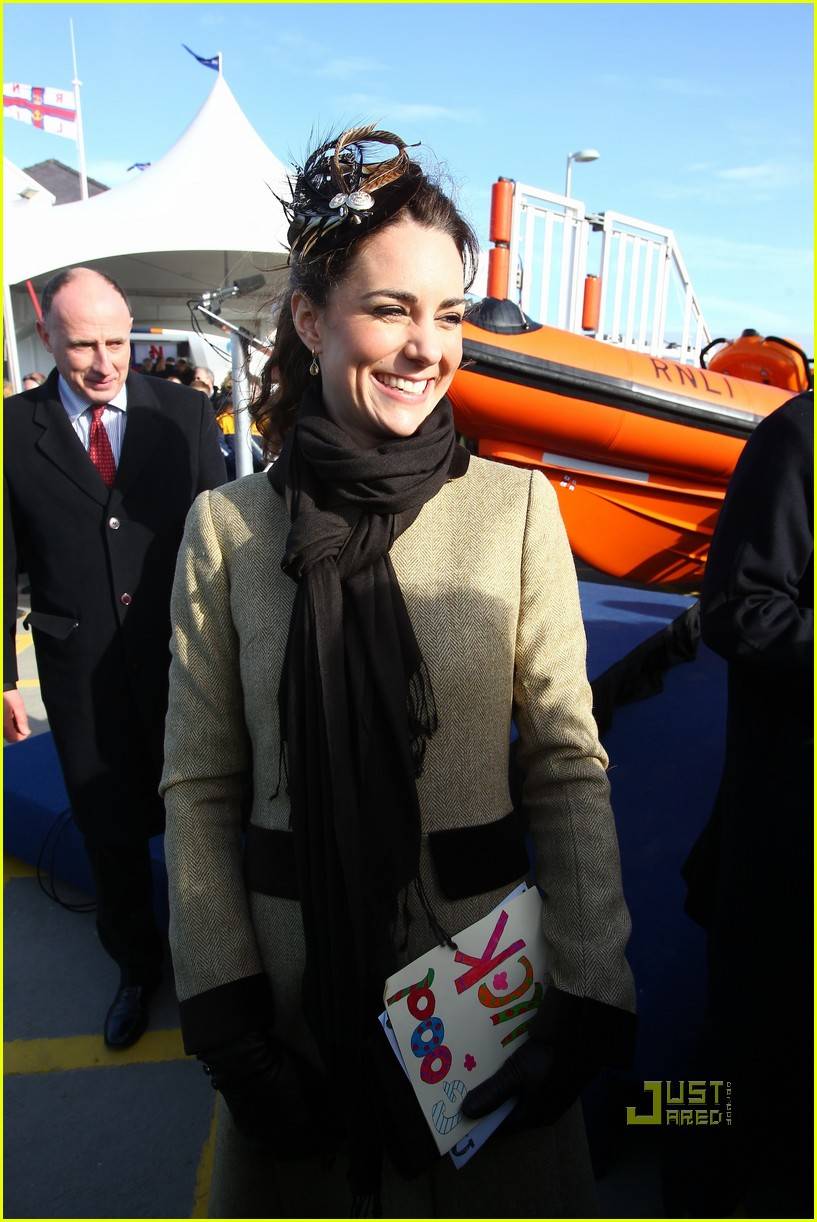 prince william kate middleton lifeboat 042522562