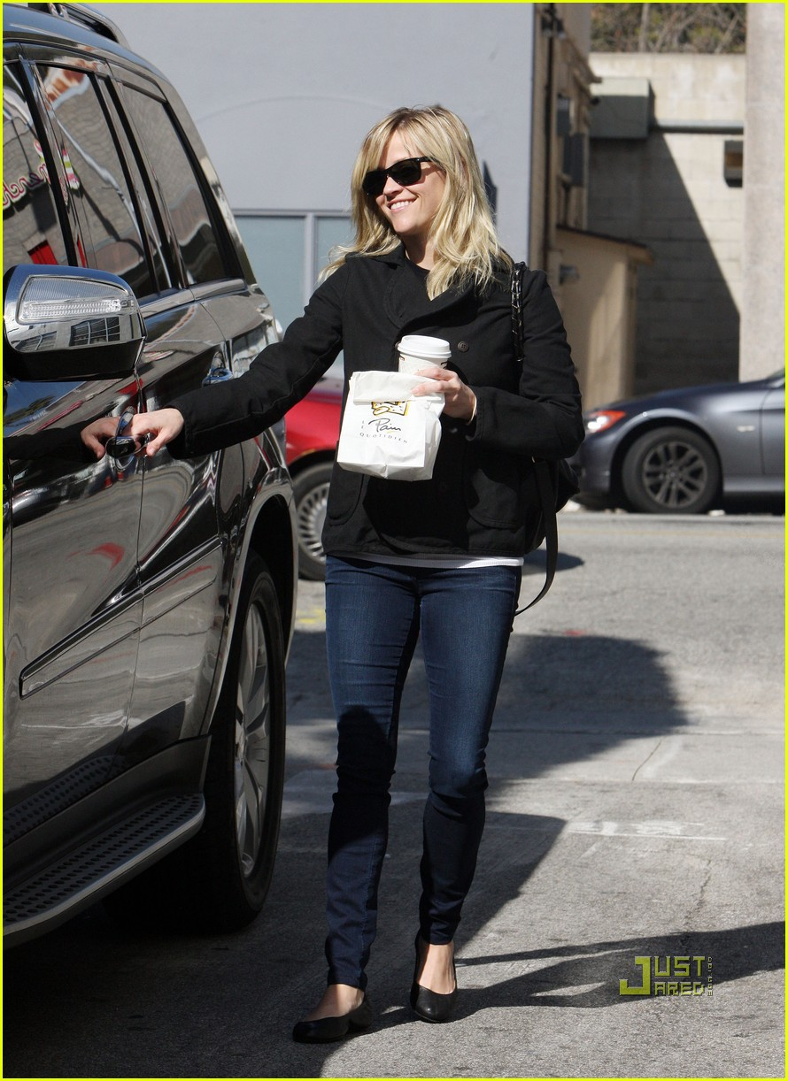 reese witherspoon wedding dress shopping 04