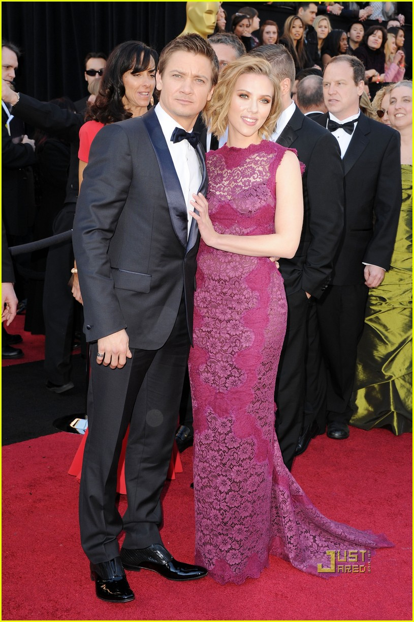 jeremy renner oscars 2011 red carpet 092523720