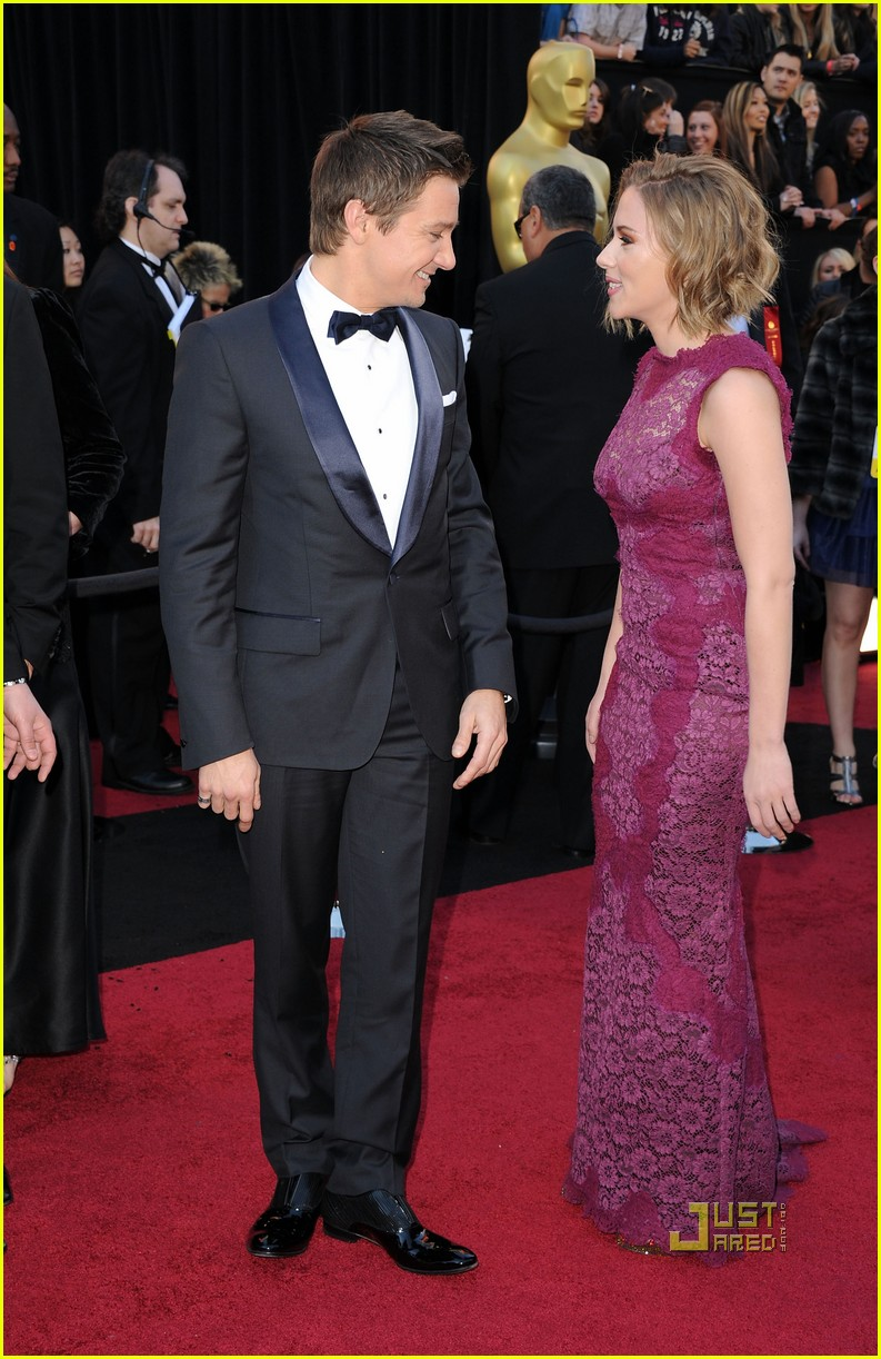 jeremy renner oscars 2011 red carpet 10
