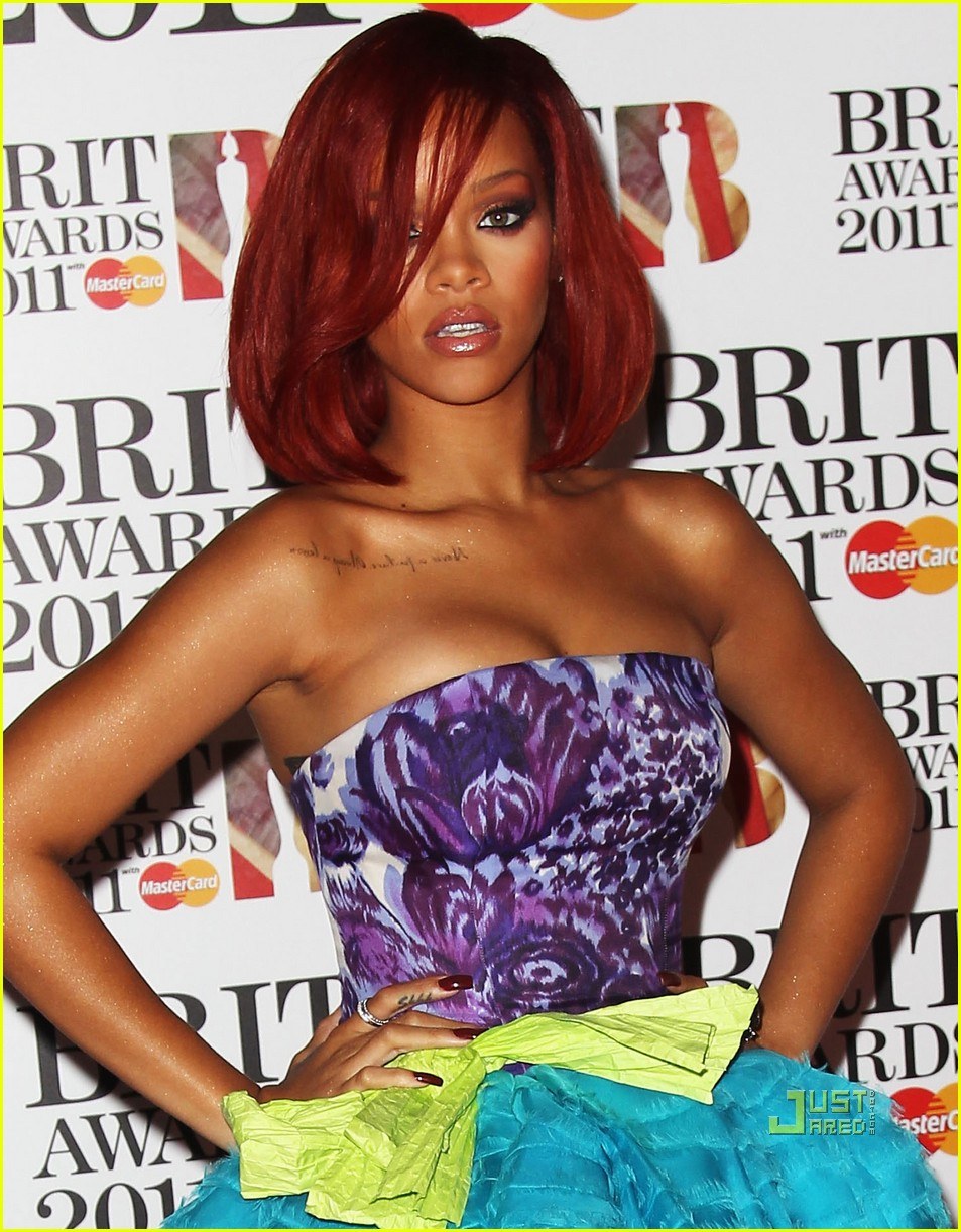 rihanna brits red carpet 092520011