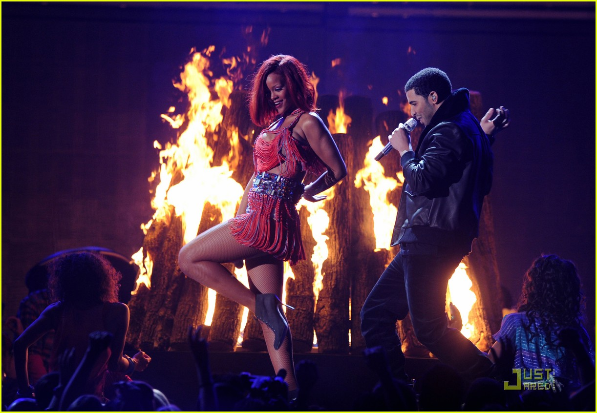 rihanna drake grammys 11