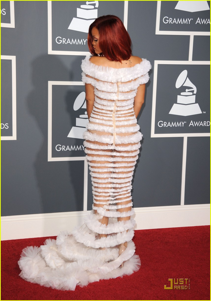 Rihanna Grammys 2011 Red Carpet Photo 2519384 2011