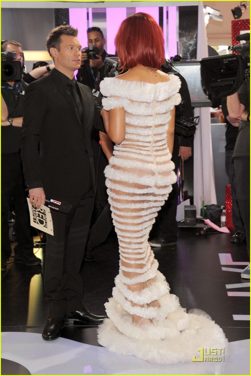 Rihanna - Grammys 2011 Red Carpet: Photo 2519385   2011 ...