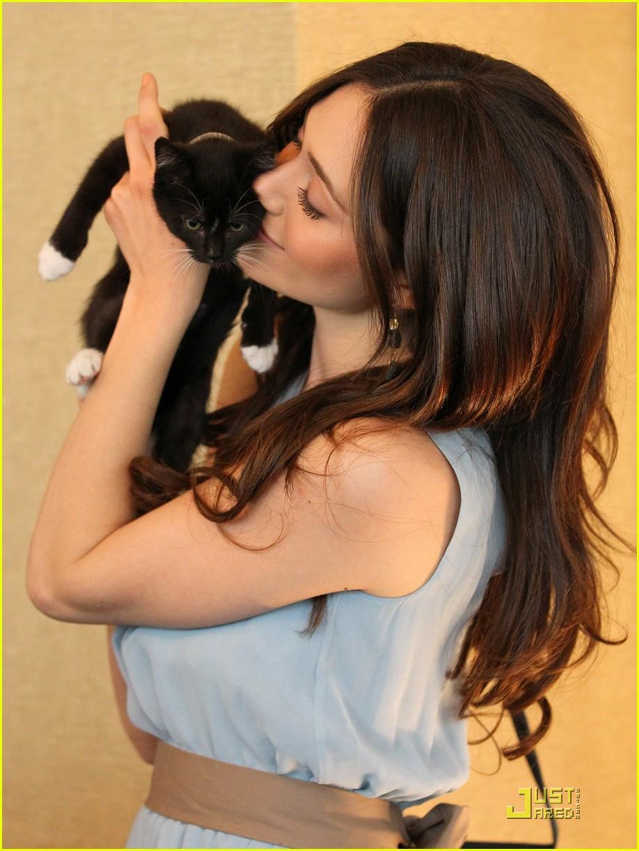 emmy rossum adopt a cat 012521573