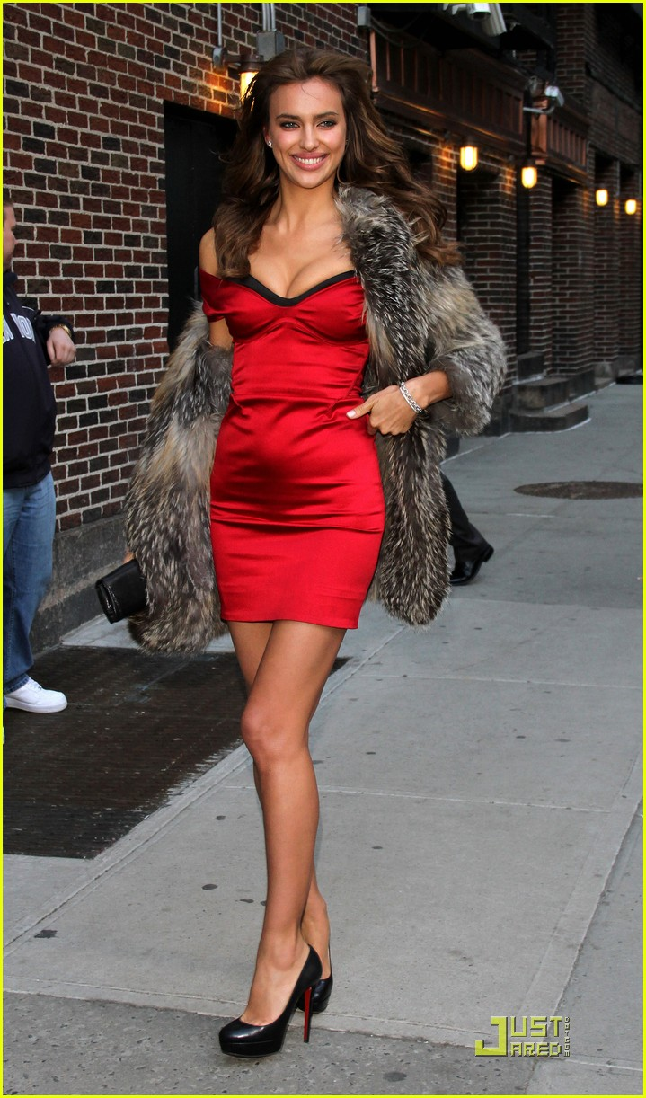 irina shayk visits the late show 07