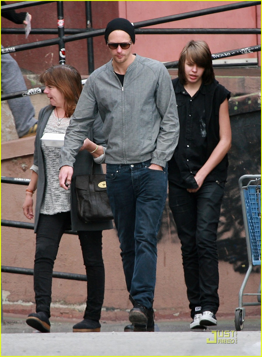 alexander skarsgard griddle cafe mom and brother 02