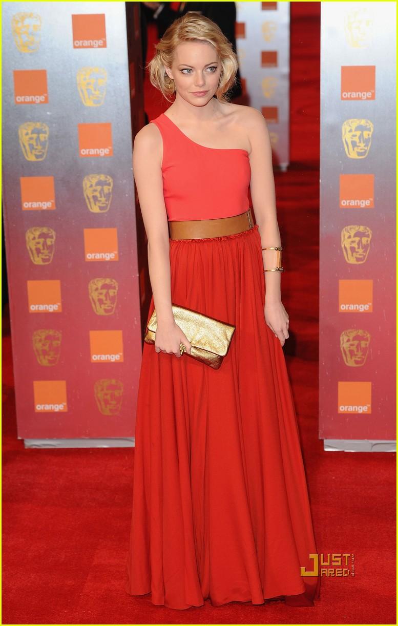 Emma stone baftas 2011 red carpet 01