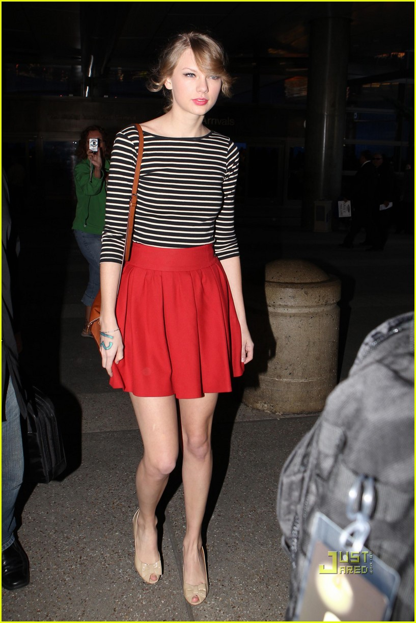 taylor swift lax red skirt 022522240