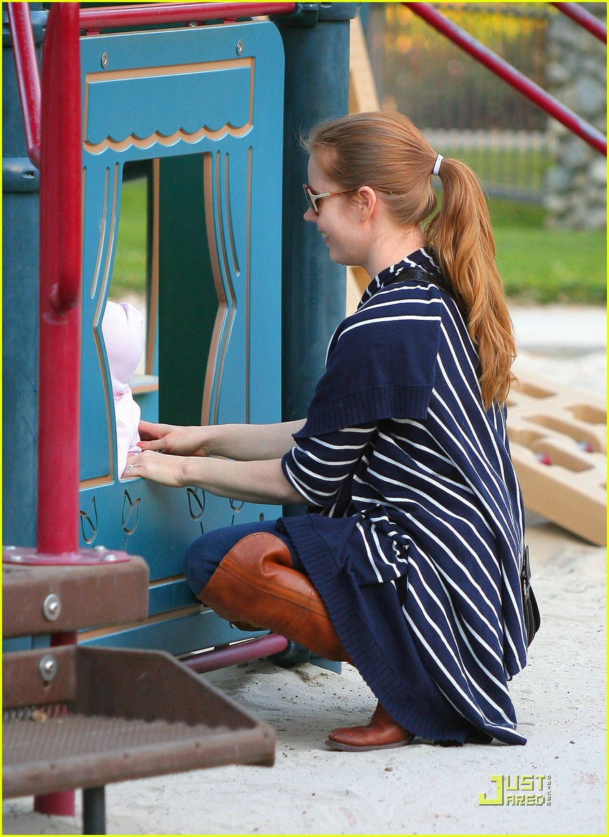 amy adams plays in the park with aviana 092526643