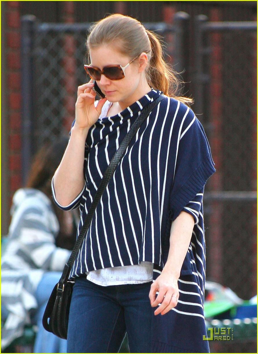 amy adams plays in the park with aviana 122526646
