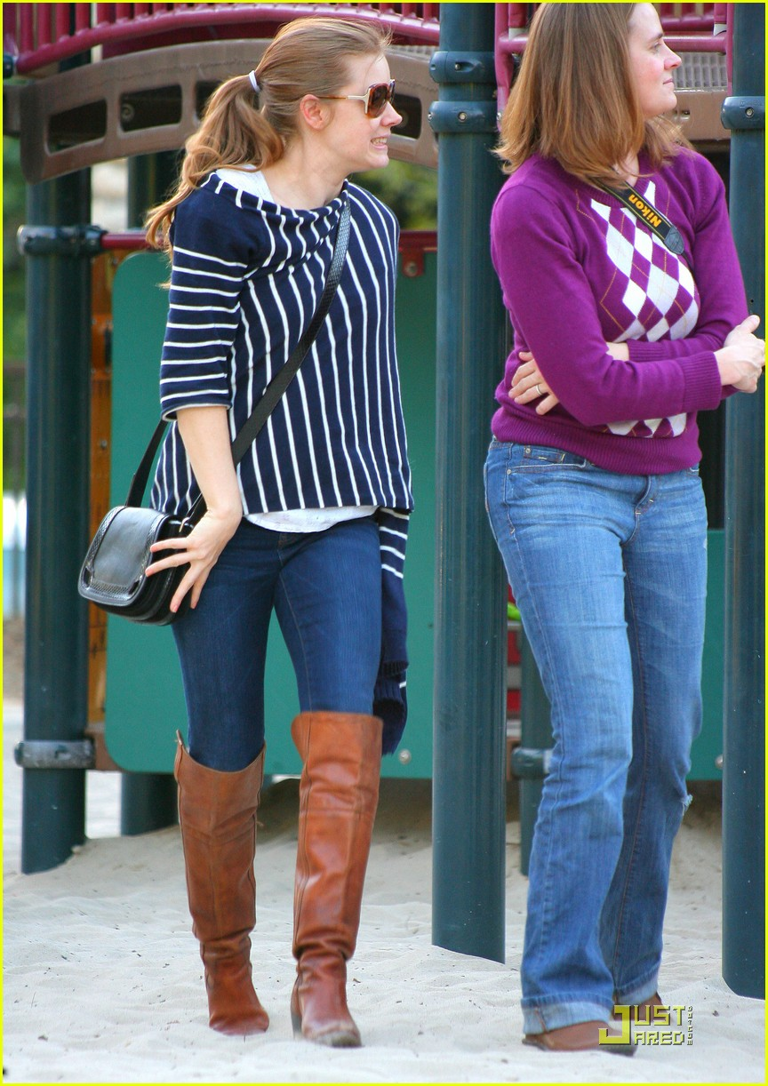 amy adams plays in the park with aviana 132526647