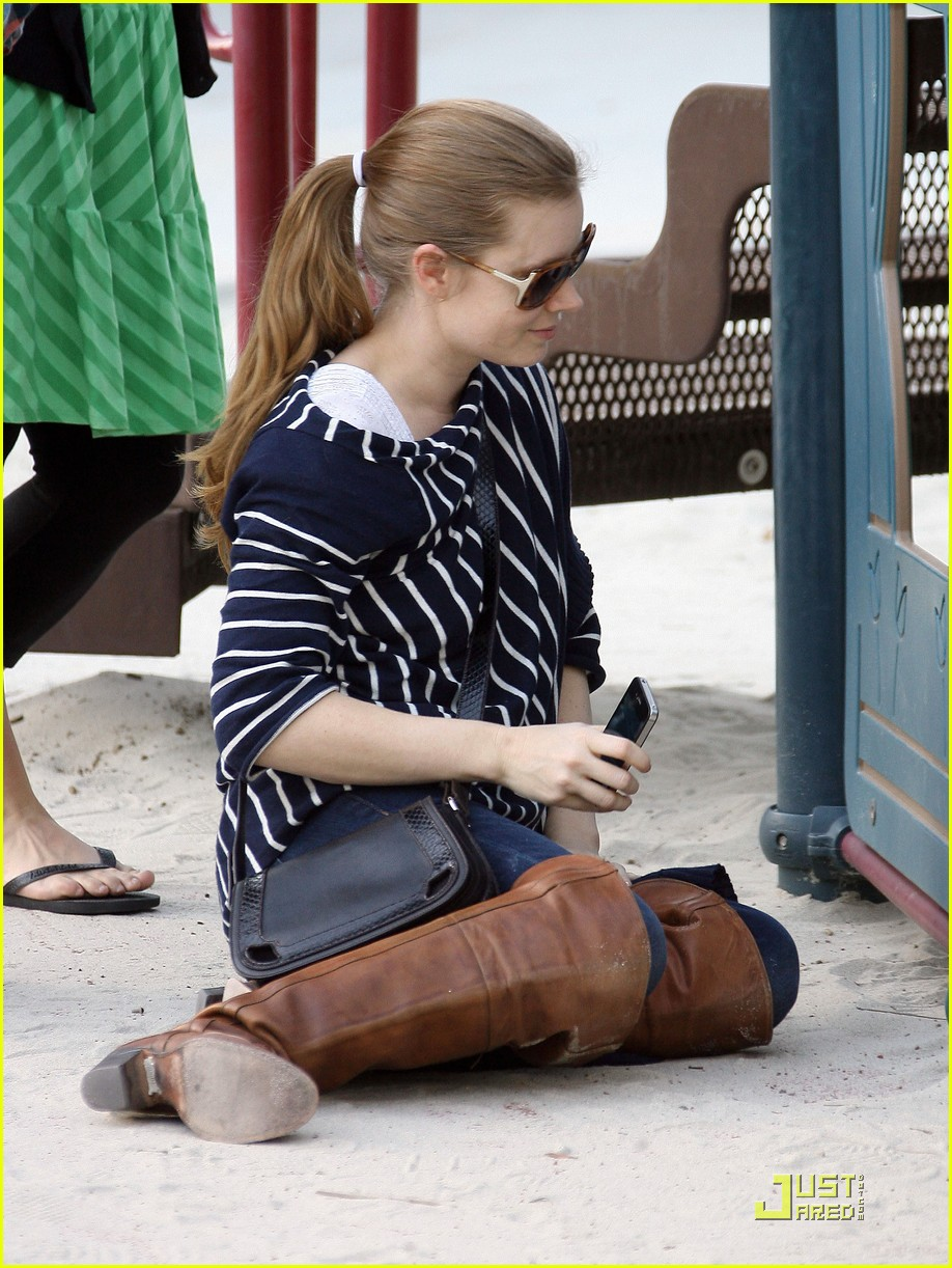 amy adams plays in the park with aviana 172526651