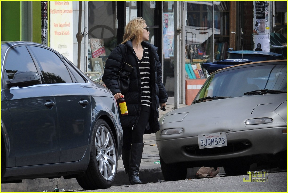 dianna agron newsstand pit stop 072524853