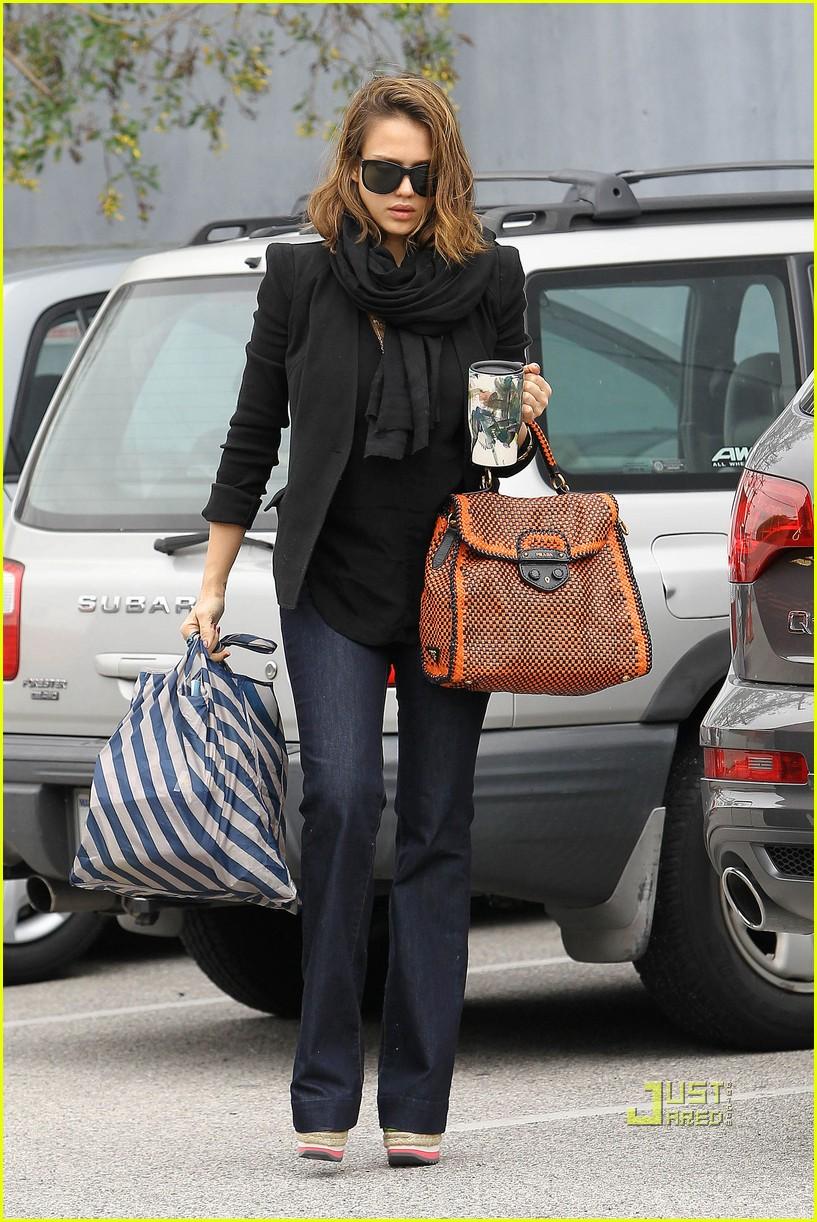 jessica alba black scarf prada bag studio 022529846