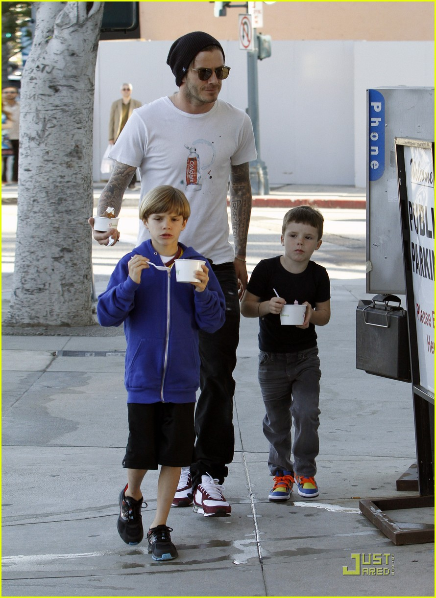 david beckham pinkberry with the boys 052525355