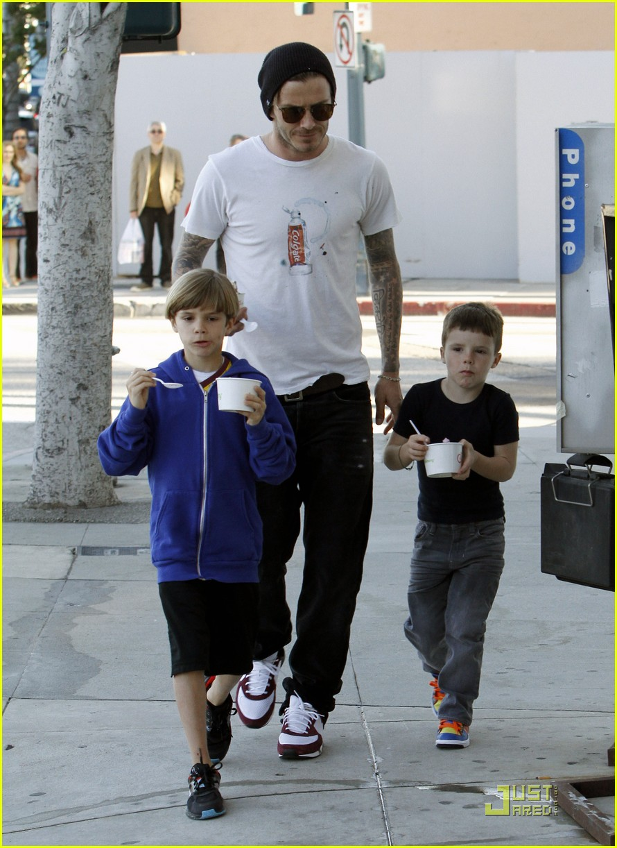 david beckham pinkberry with the boys 06