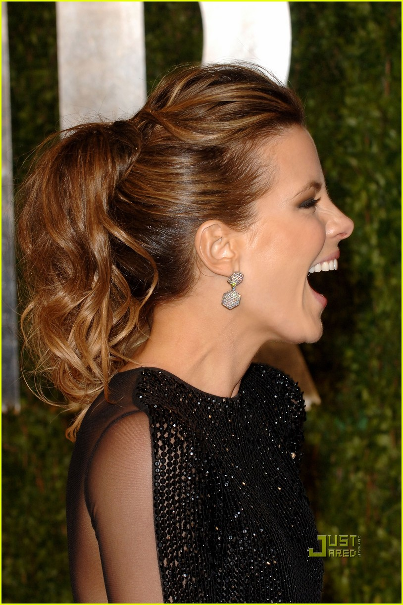kate beckinsale vanity fair oscar party len wiseman 01