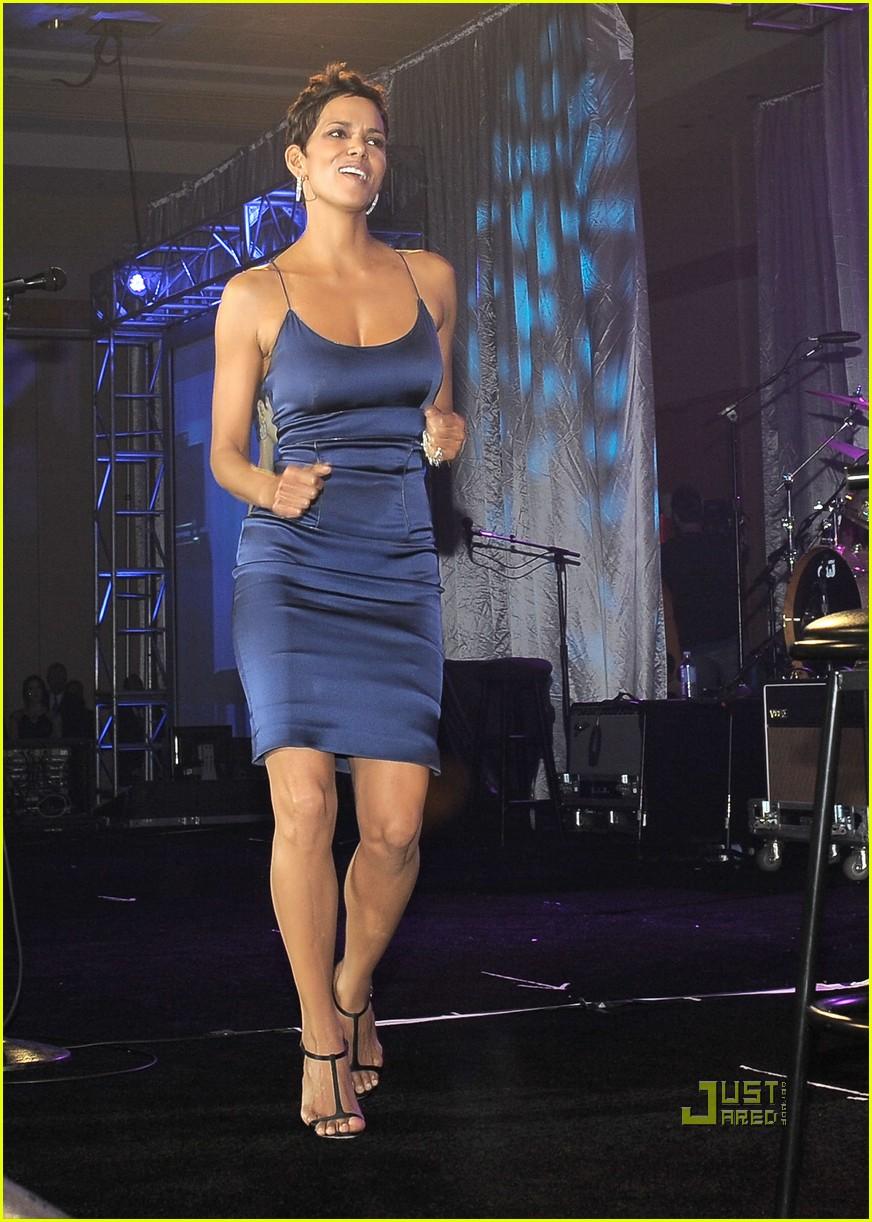 Halle Berry Muhammad Ali S Celebrity Fight Night Photo