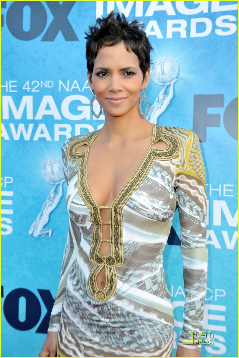 halle berry naacp image awards 022525119