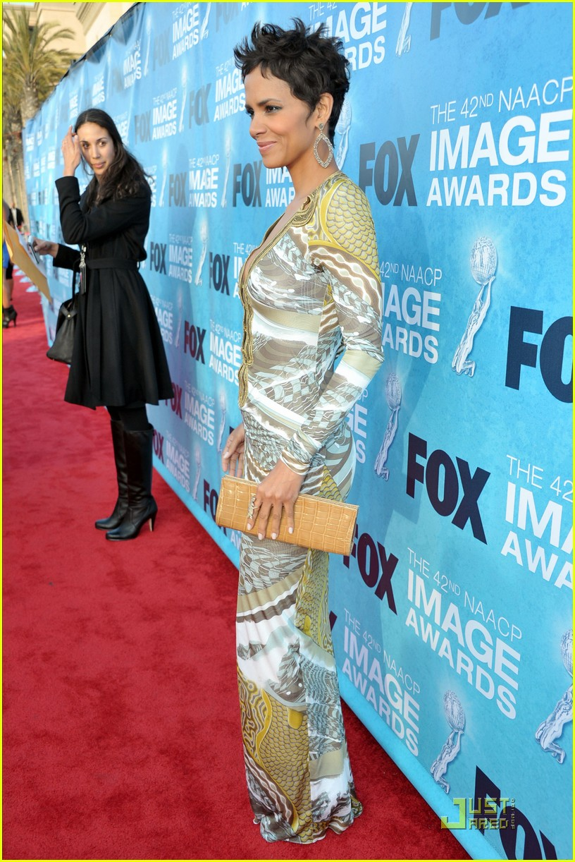 halle berry naacp image awards 09