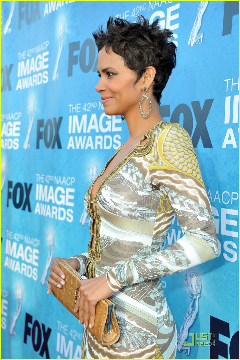 halle berry naacp image awards 112525128