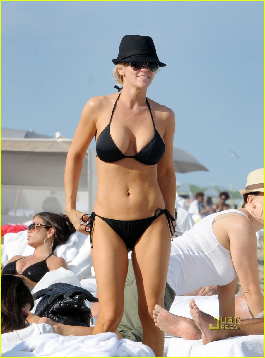 jenny mccarthy bikini 032527275