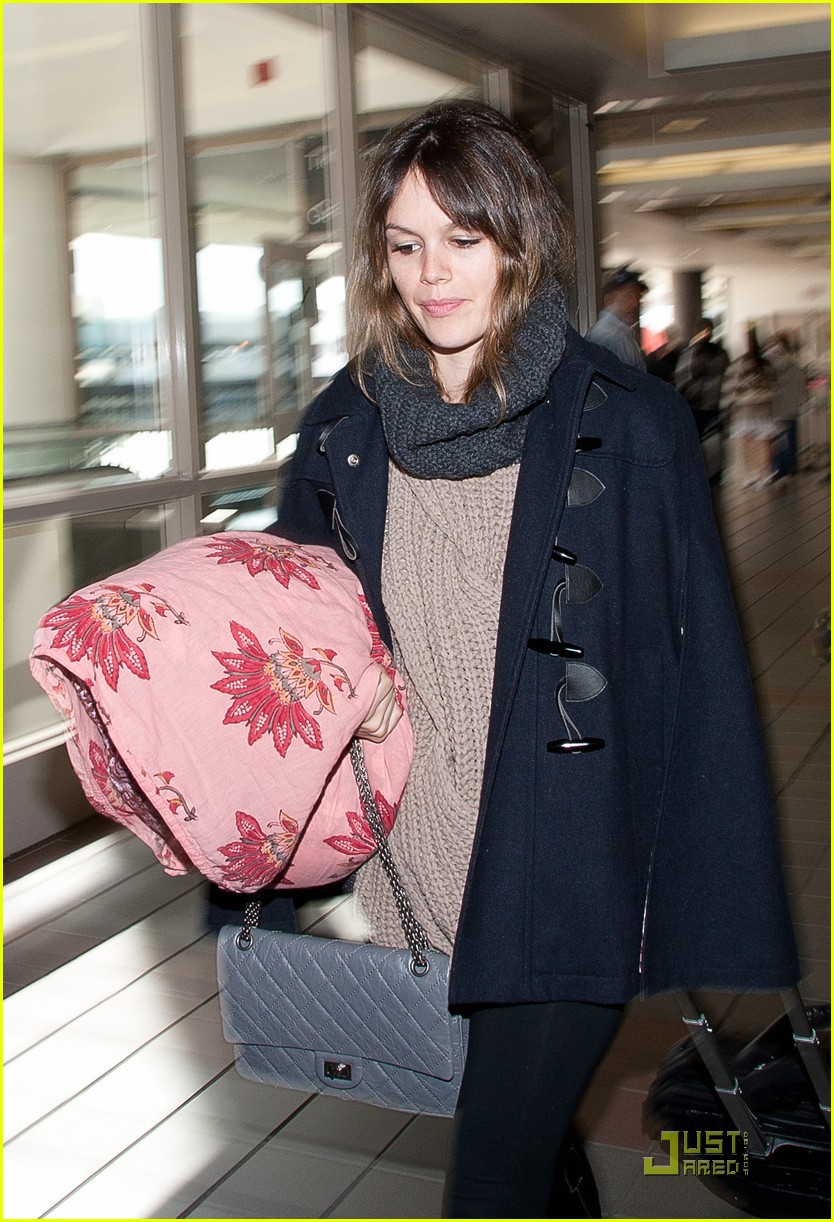 rachel bilson early lax departure 03