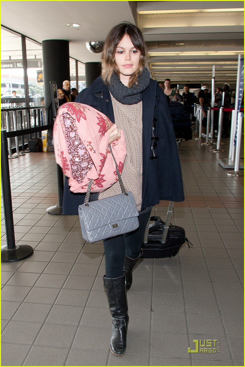 rachel bilson early lax departure 10
