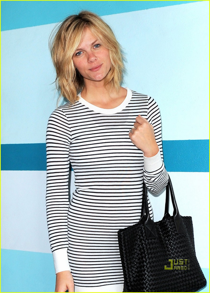 brooklyn decker bob haircut 022529777