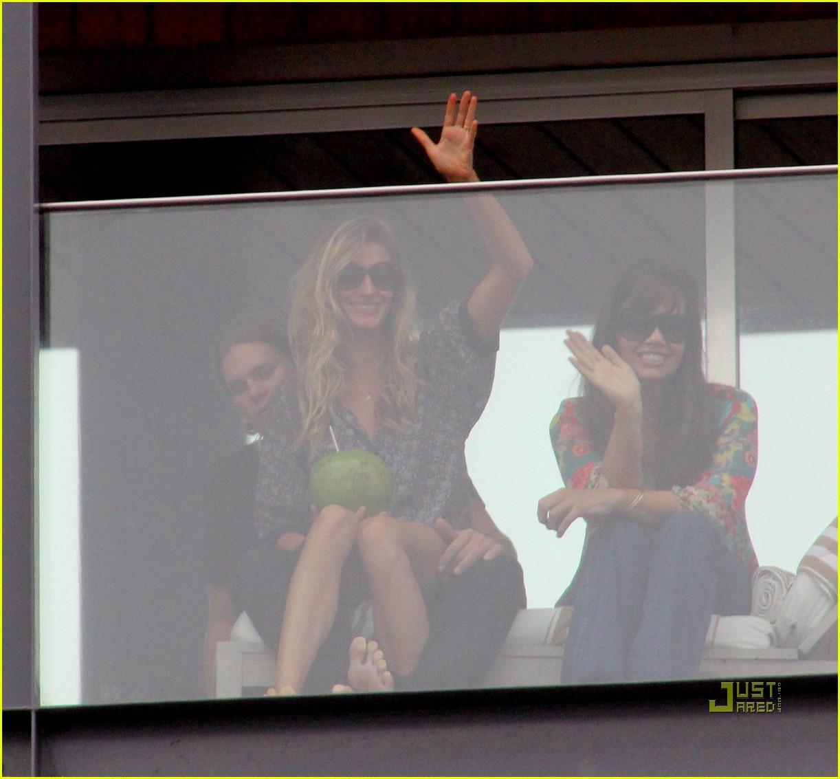 gisele bundchen tom brady brazil balcony 06