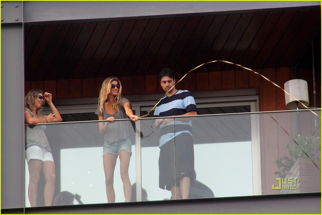 gisele bundchen tom brady brazil balcony 102525845