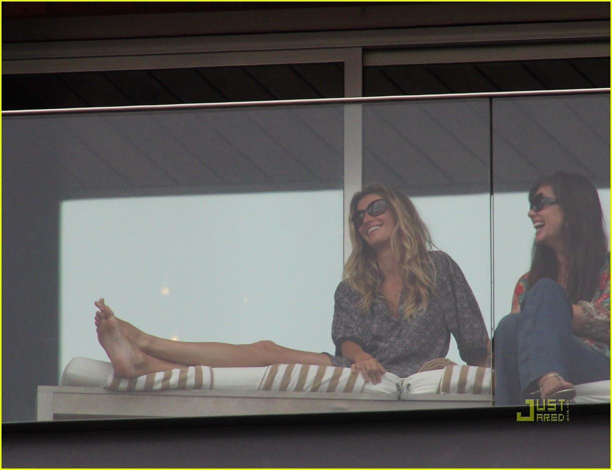 gisele bundchen tom brady brazil balcony 152525850