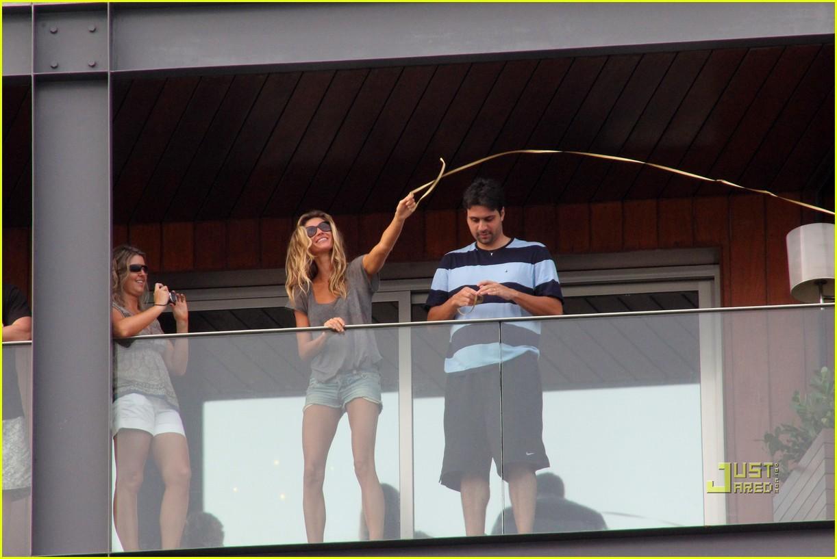 gisele bundchen tom brady brazil balcony 172525852