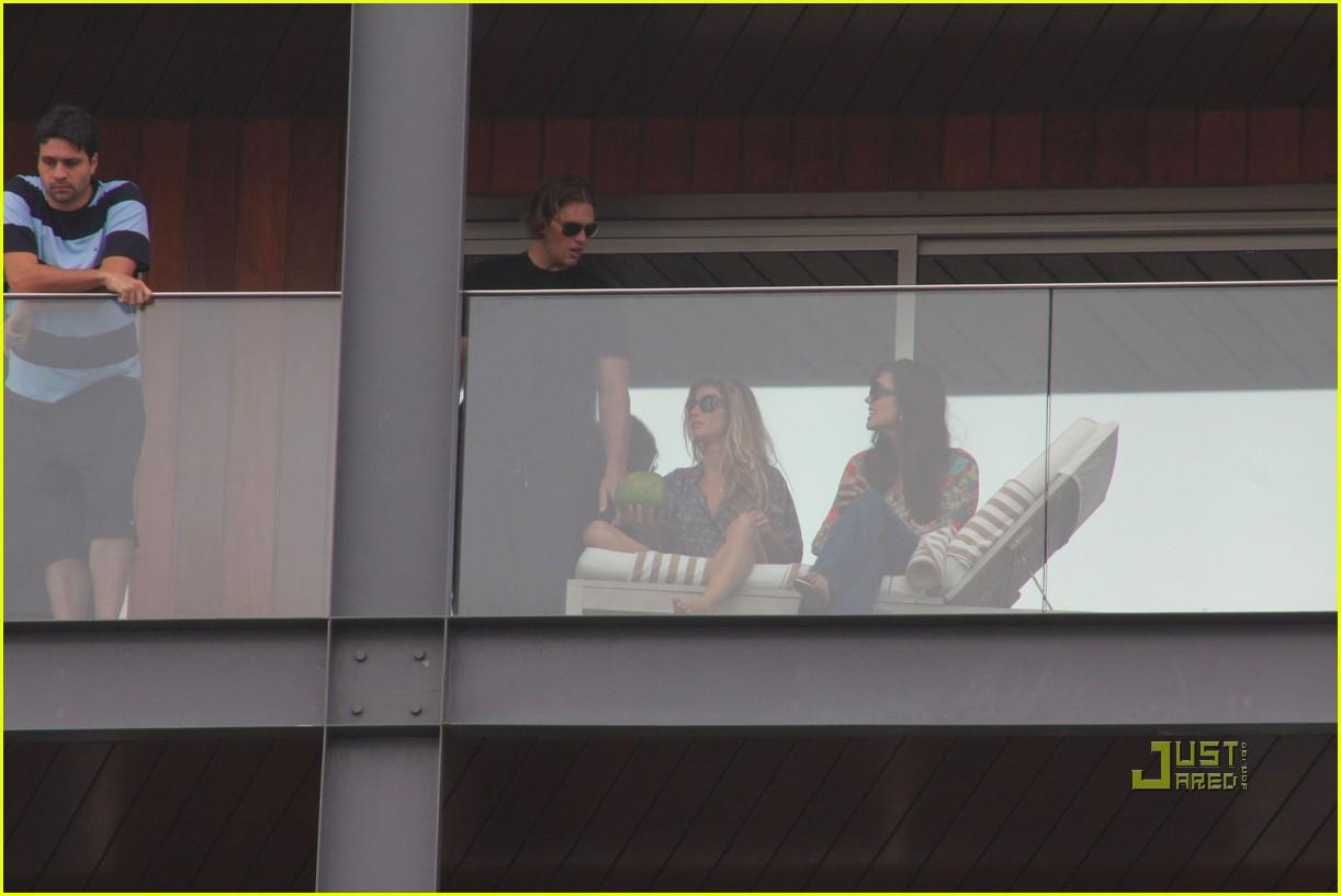 gisele bundchen tom brady brazil balcony 212525856
