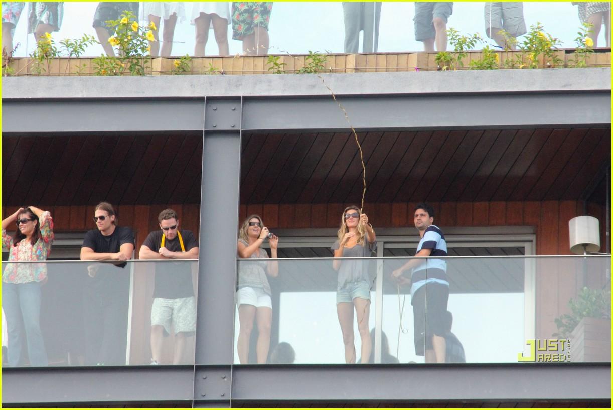 gisele bundchen tom brady brazil balcony 232525858