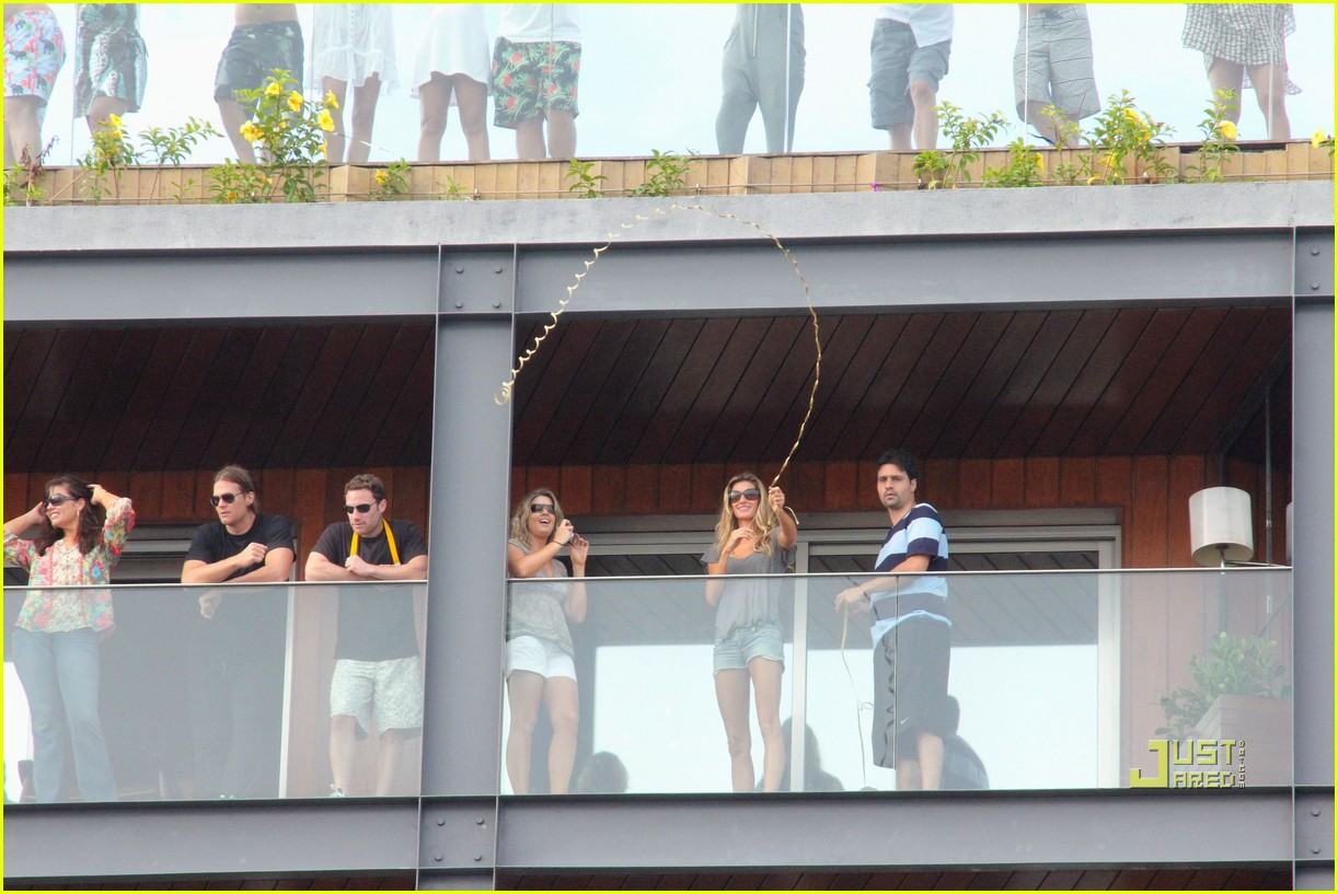 gisele bundchen tom brady brazil balcony 302525865