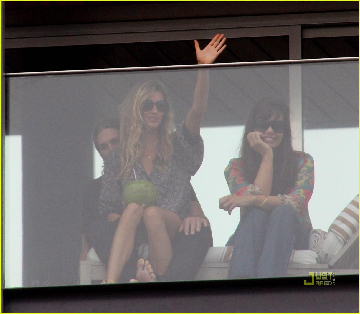 gisele bundchen tom brady brazil balcony 342525869