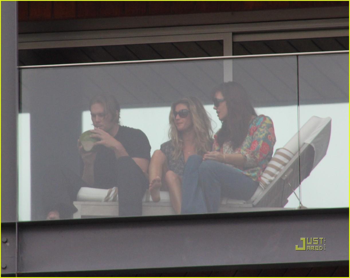 gisele bundchen tom brady brazil balcony 352525870