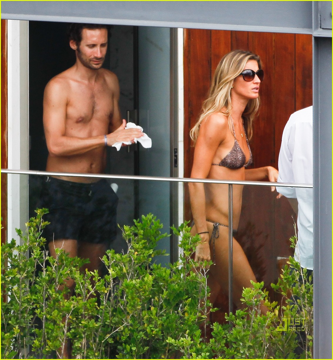 gisele bundchen bikini hotel pool brazil 052525453